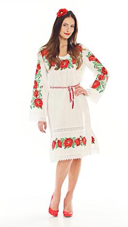 Вышитое платье с маками